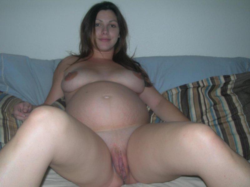 Grosse chatte de femme enceinte.
