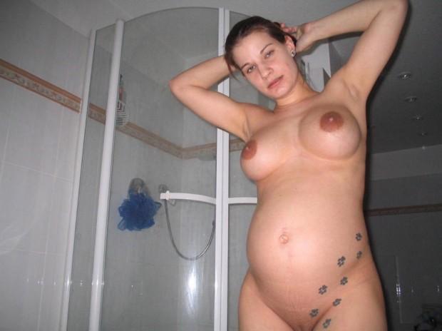 femme enceinte sexe tatouée