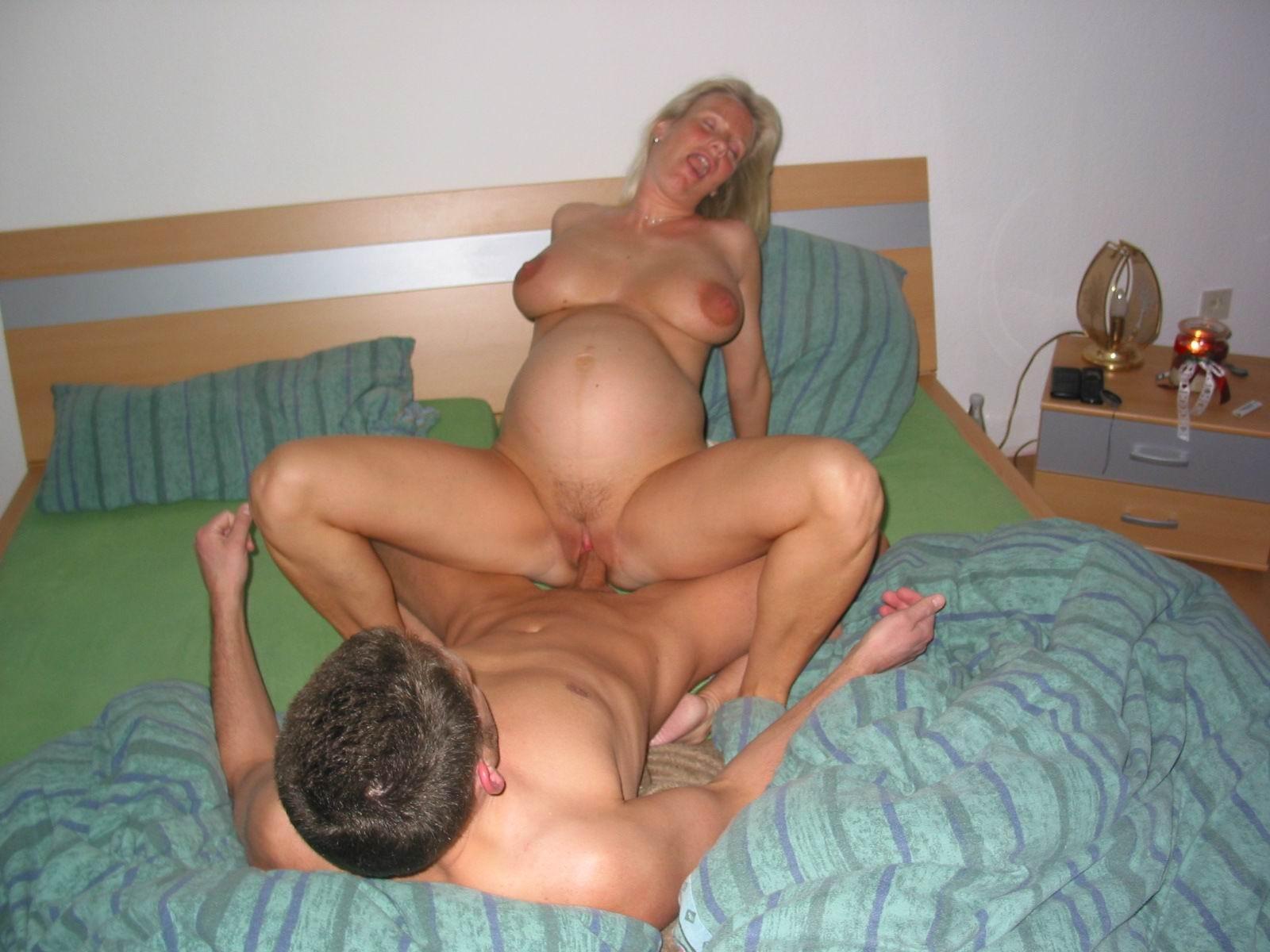 grosse baise d'une femme enceinte