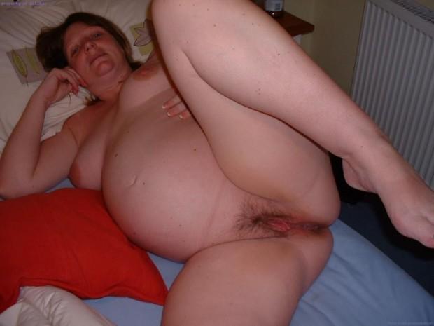 une femme enceinte avant la baise
