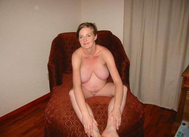 une amatrice enceinte nue
