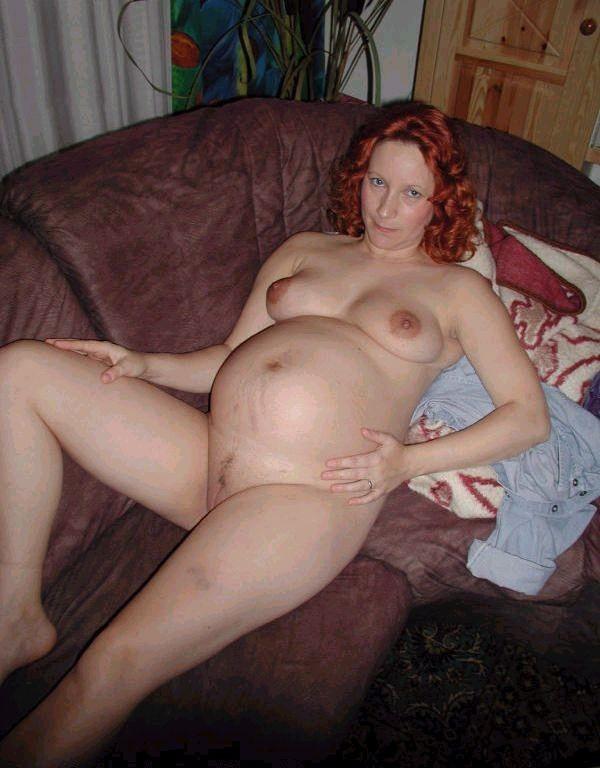 une amatrice rousse enceinte