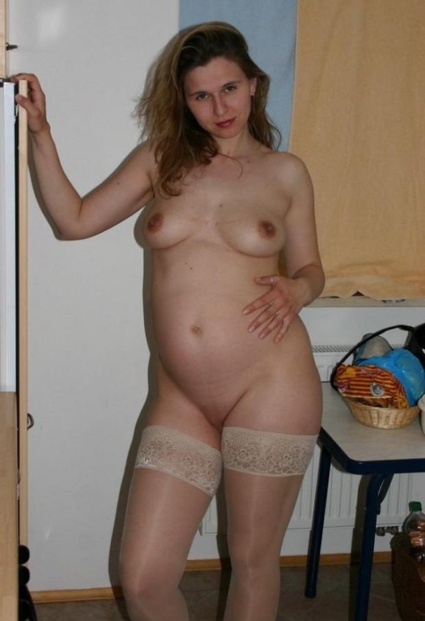 une femme enceinte en bas