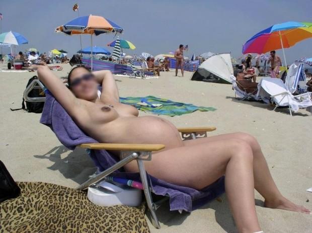 femme enceinte nudiste