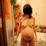 elle sort du bain nue