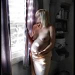 blondinette enceinte seins nus
