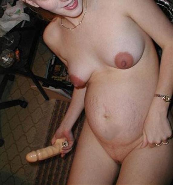 Une femme enceinte et son gode
