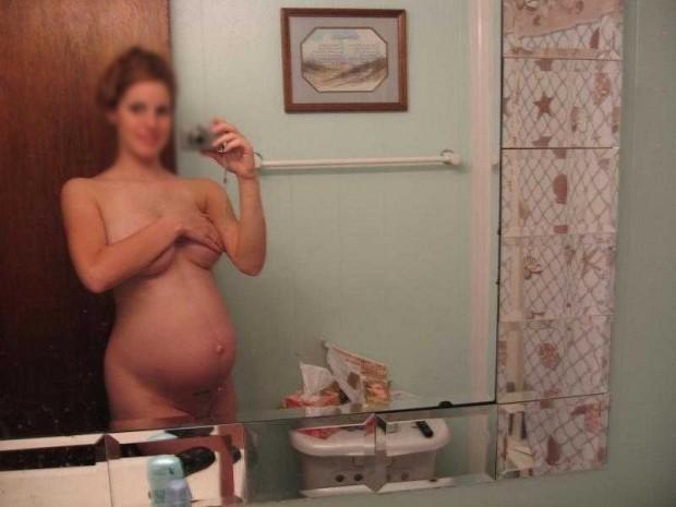 Selfie sexe d'une femme enceinte