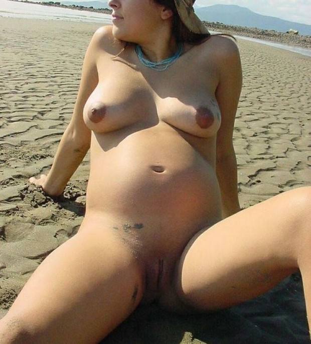 Femme enceinte naturiste