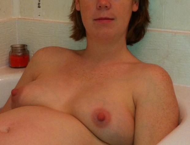 Photo soft d'une femme enceinte